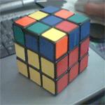 2 lapis sisi-sisinya berwarna sama